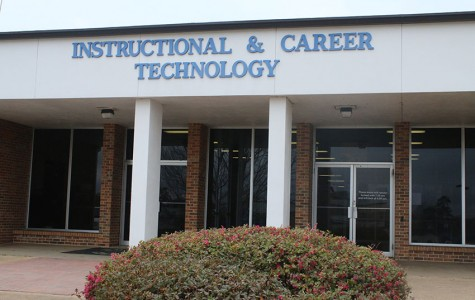 Middle school tours Career Technical Program
