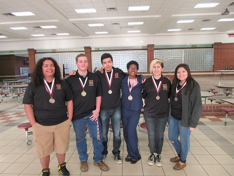 UIL competes in Whitehouse meet