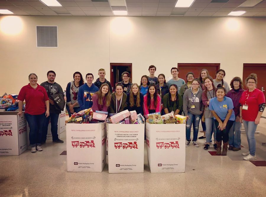 NTHS volunteer at Toys For Tots