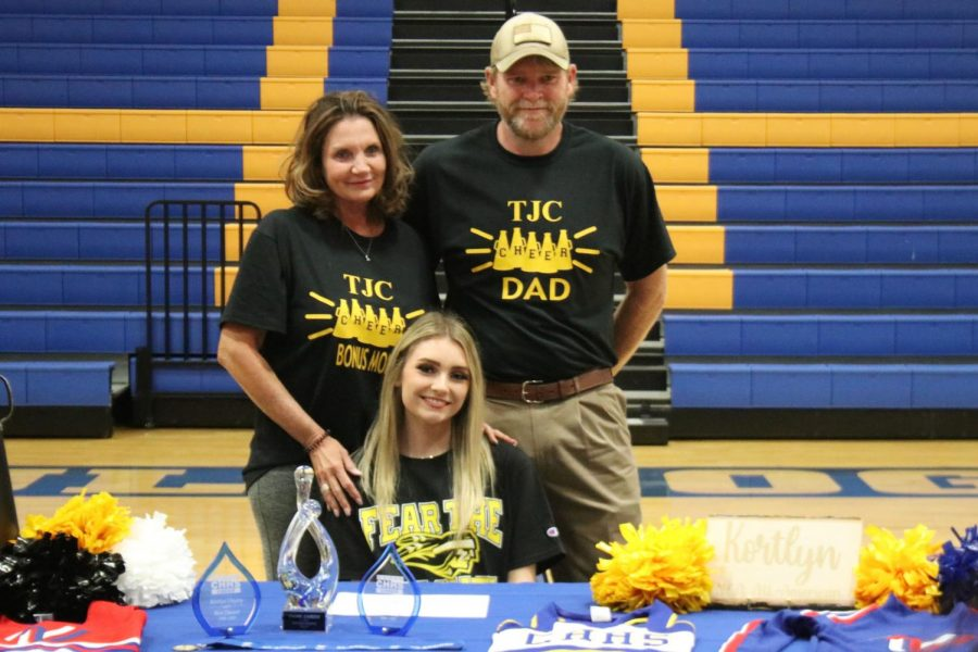 Hayley signs to cheer for TJC